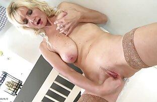 Teen blonde chevauche une film x viol gratuit bite