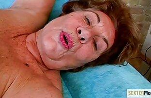 Hot Leila gémit pendant que Brook se video film de sex gratuit doigte la fente humide