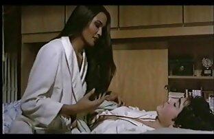 Big Tit Sophie Dee suce une bite dans une salle film porno gratuit en ligne de bain sale!